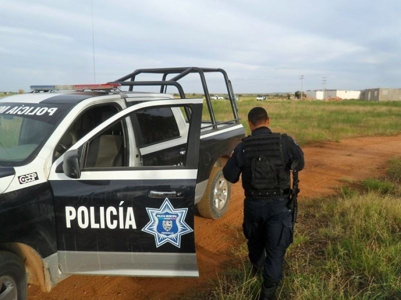 Encuentran cadáver semienterrado en Río Grande