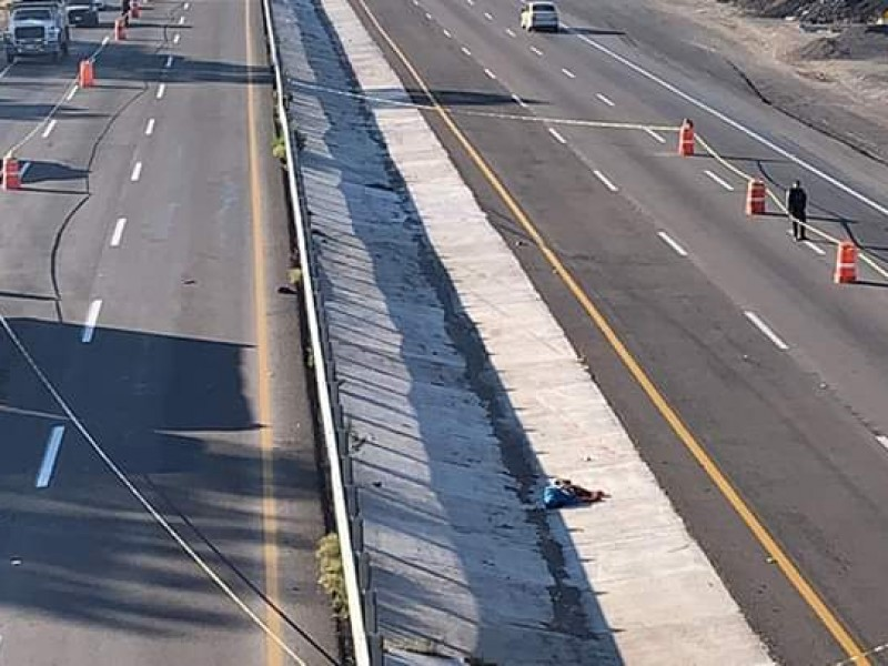 Encuentran cuerpo en cuneta de carretera San Luis