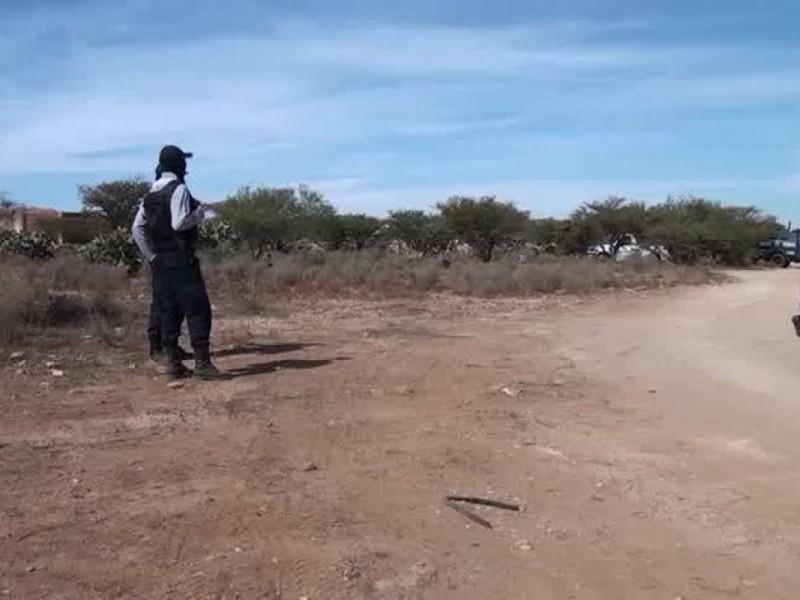 Encuentran mujer asesinada en terracería de Río Grande