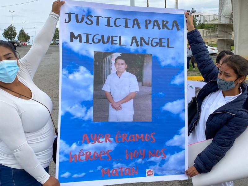 Enfermeros exigen justicia por asesinato de Miguel Ángel