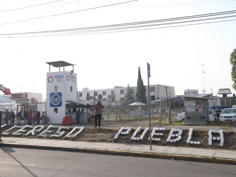 Enfrentamiento en penal de Puebla, deja heridos y 1 muerto