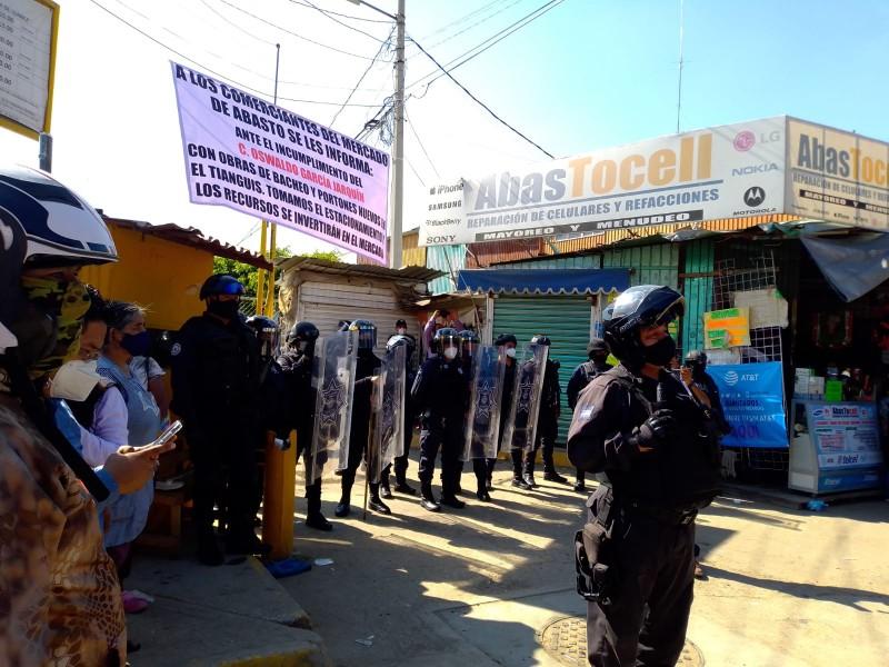 Enfrentamiento entre comerciantes y locatarios de la Central de Abastos