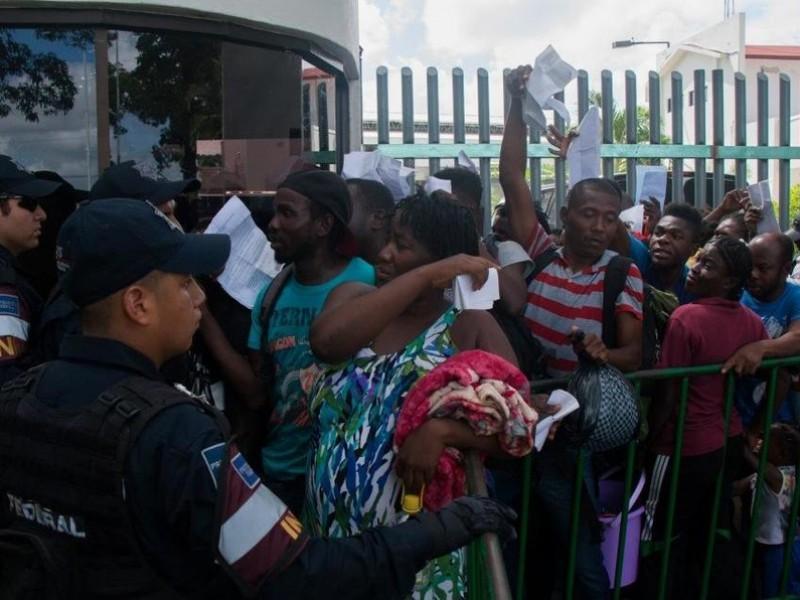 Enfrentamiento entre GN y migrantes. Dos heridos