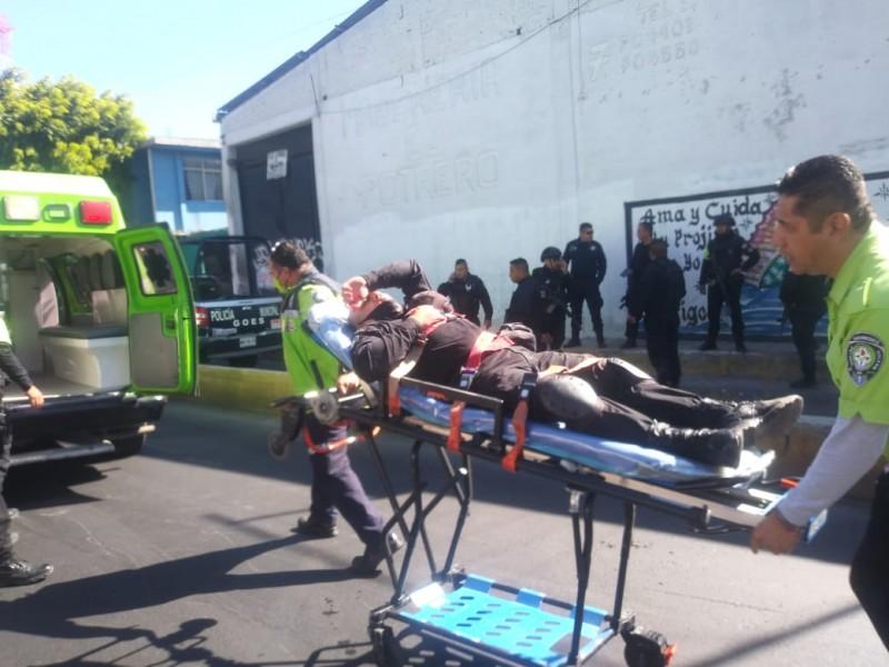 Enfrentamiento entre taxistas y policías deja un muerto