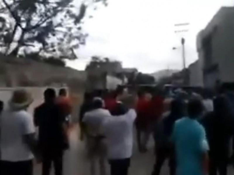 Enfrentamientos entre militares y pobladores en Acajete