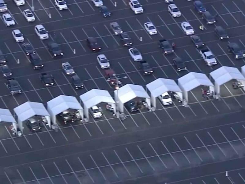 Enormes filas para vacunarse contra Covid-19 en Arizona
