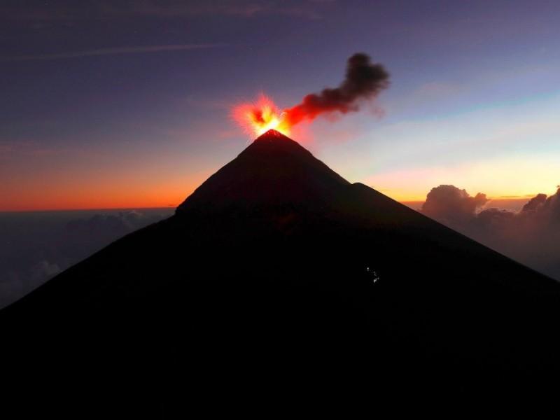 Entra en actividad Volcán de Fuego en Guatemala