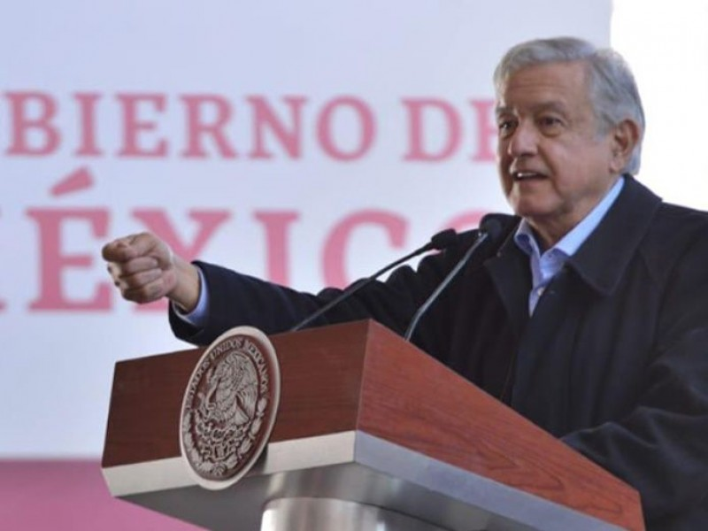 Entrega AMLO tarjetas de programas sociales en Puebla