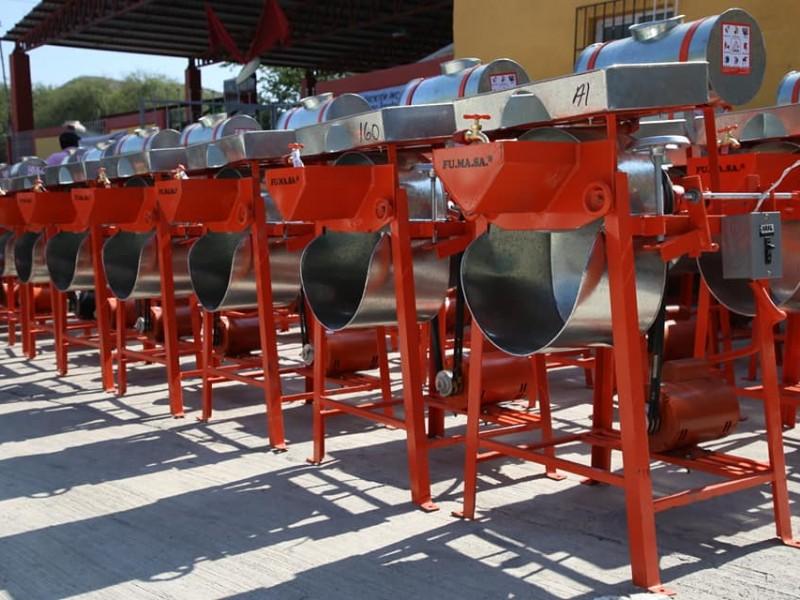 Entrega apoyos a productores del municipio de Peñamiller