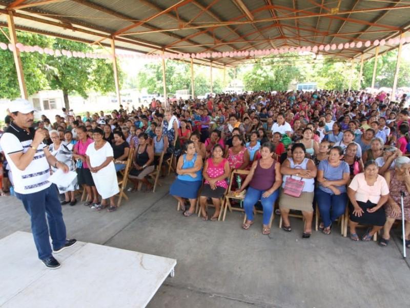 Entrega SEDESOL apoyos a mujeres