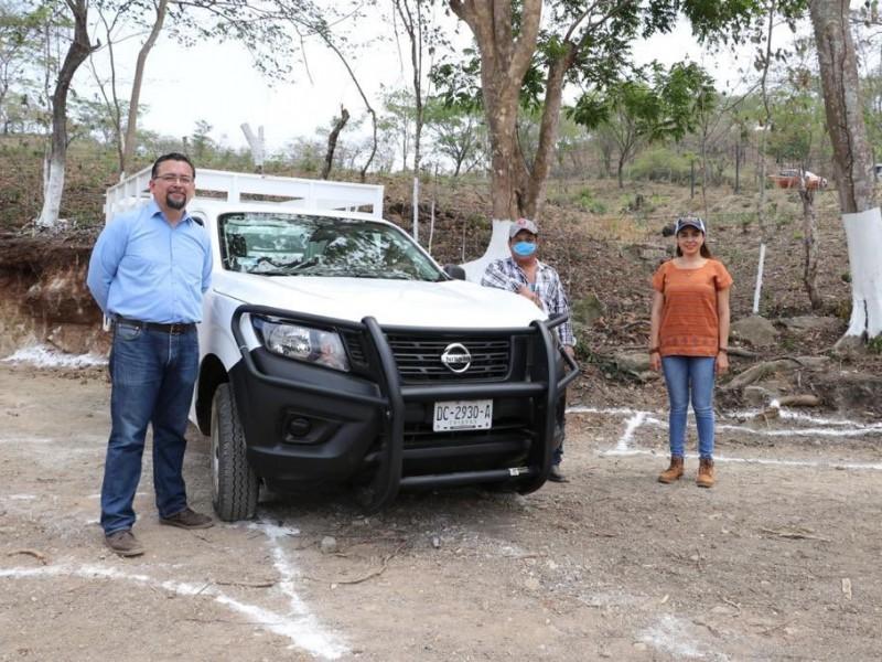 Entregan apoyos a agricultores de Berriozabal