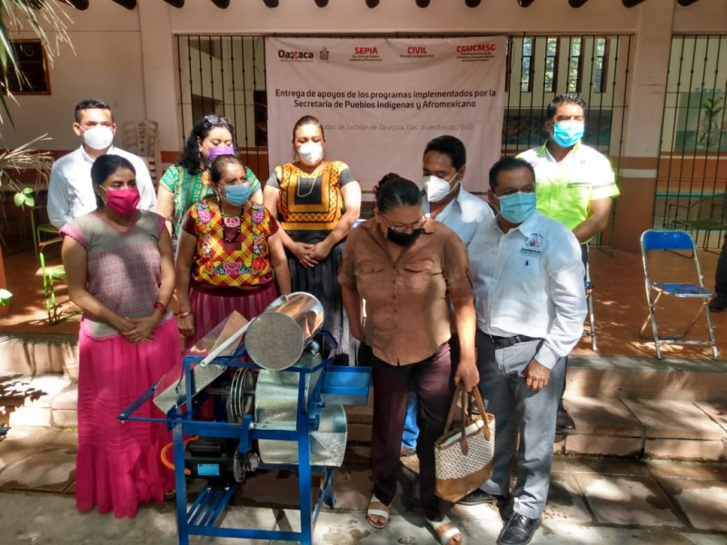 Entregan apoyos a comunidades indígenas de Oaxaca