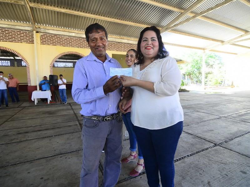 Entregan apoyos a familias afectadas por tormenta 'Narda'