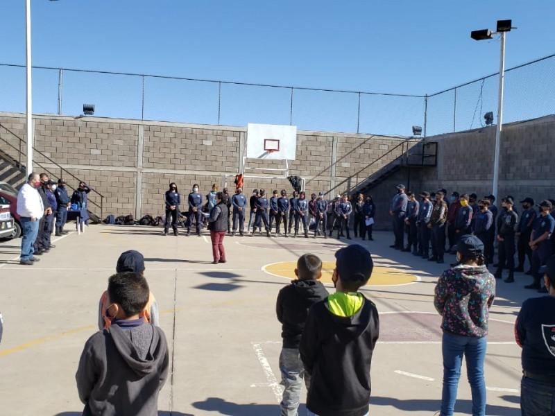 Entregan apoyos a jóvenes de heptathlón de Seguridad Pública