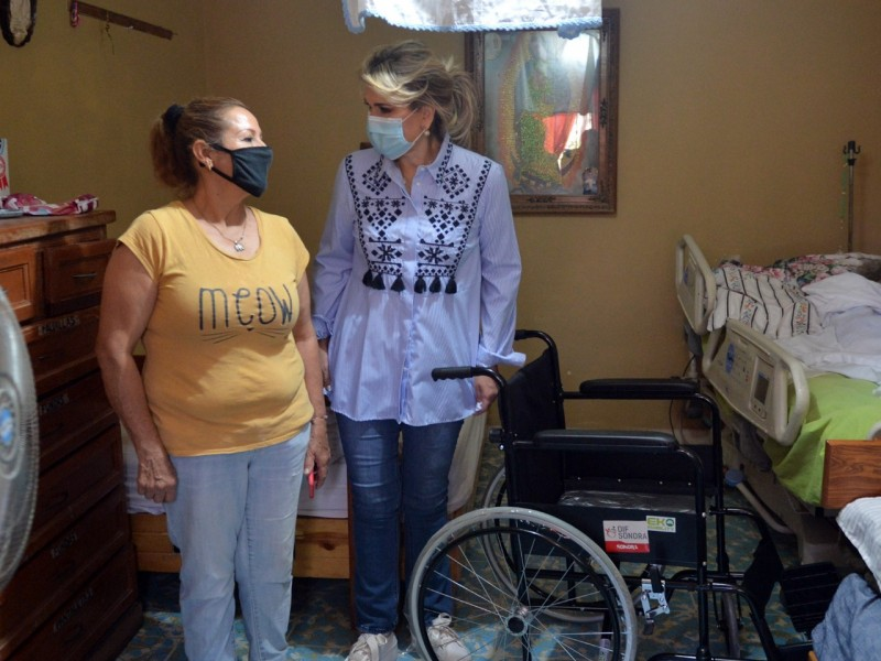 Entregan apoyos y aparatos ortopédicos a personas vulnerables