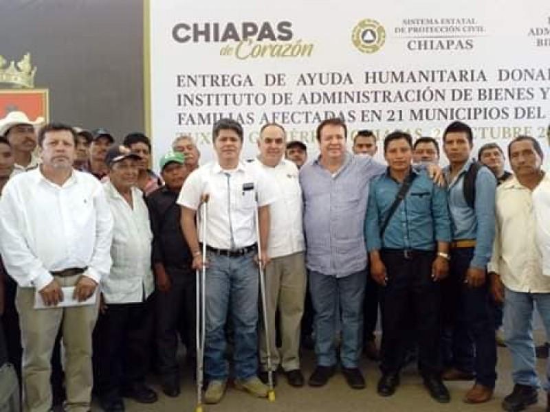 Entregan ayuda humanitaria a municipios afectados