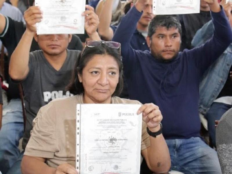 Entregan certificados de competencias laborales a migrantes poblanos