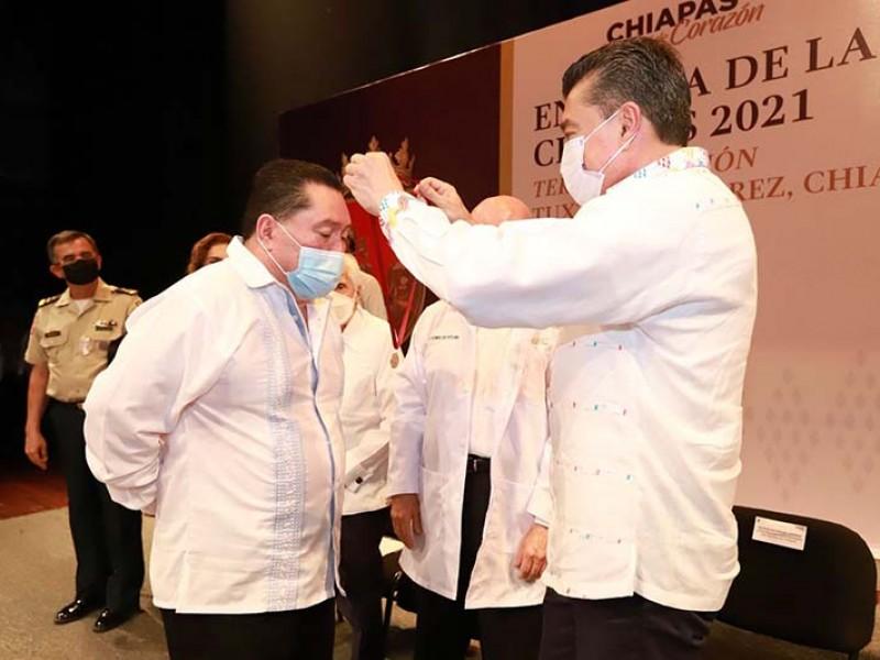 Entregan en Chiapas medalla al Mérito Médico 2021
