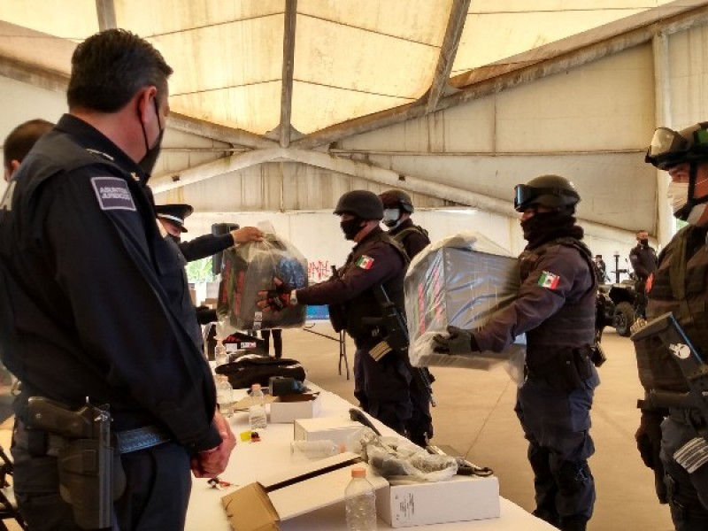 Entregan equipamiento a policía municipal de Tepic