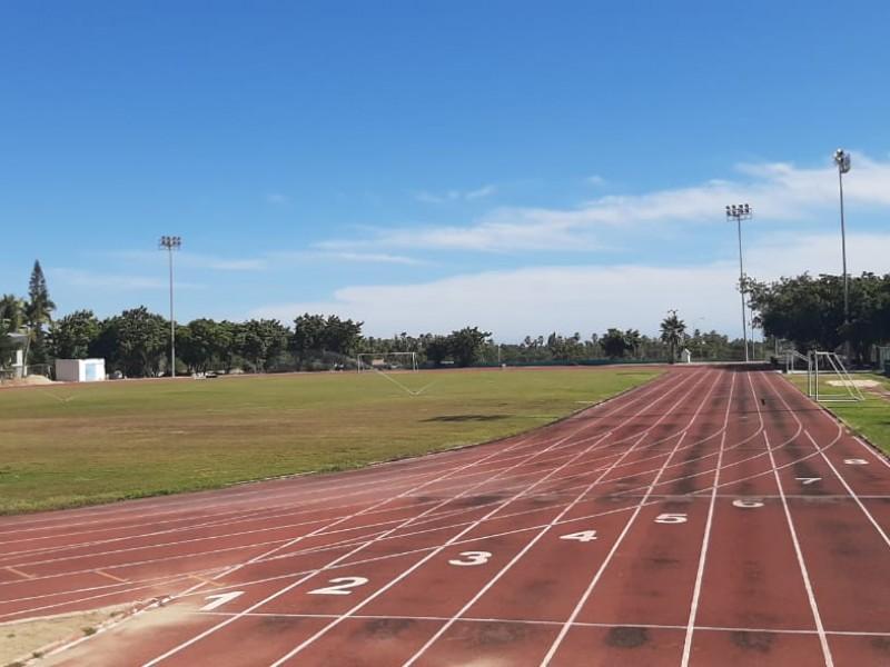 Entregan estímulos a deportistas y entrenadores