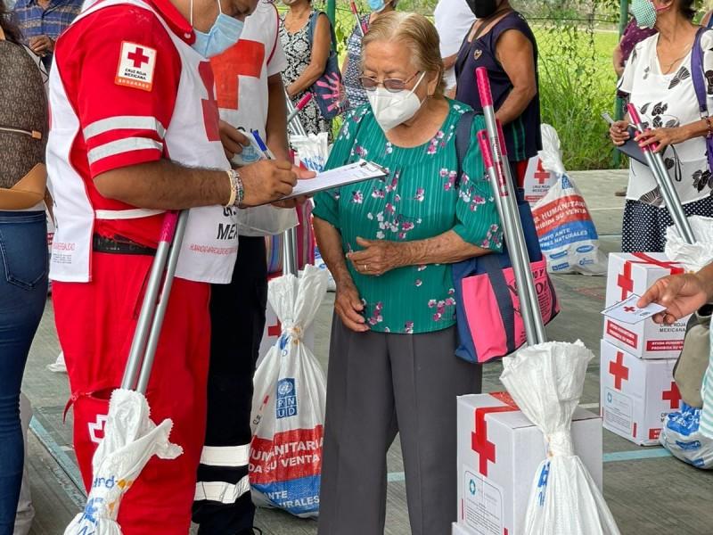 Entregan láminas y despensas a familias damnificadas de Poza Rica