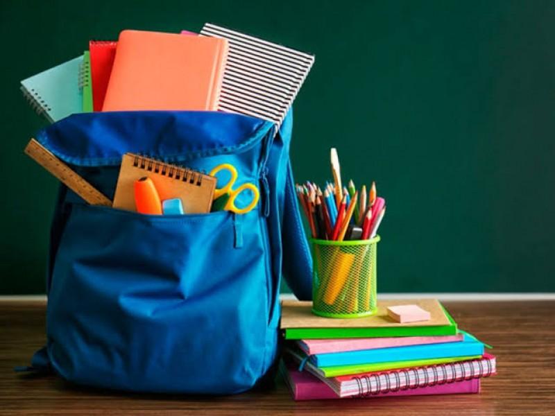 Entregan libros de texto gratuitos, útiles y uniformes escolares