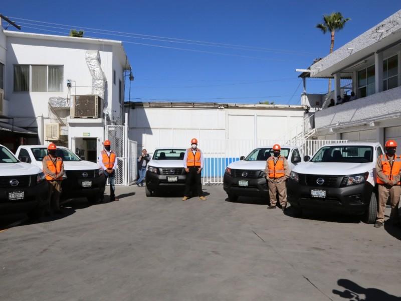 Entregan ocho vehículos al Simas; alcalde pide a usuarios regularizarse.