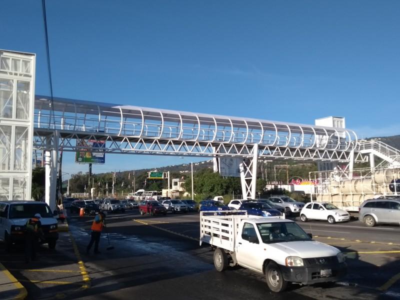 Entregan puente peatonal en López Mateos.