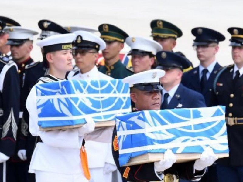 Entregan restos de 55 soldados muertos en guerra