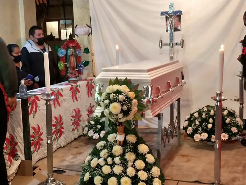 Entregan restos de Mía a sus familiares