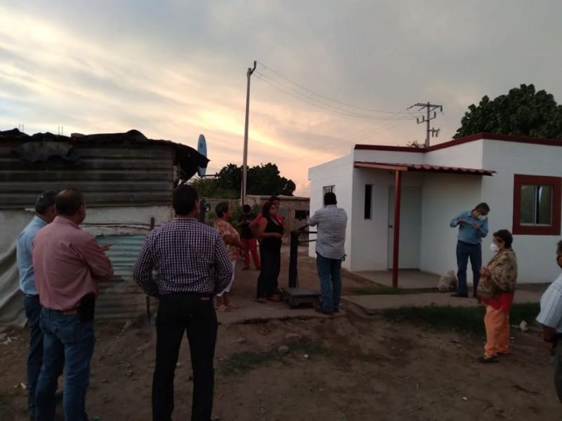 Entregan viviendas en comunidades marginadas de Etchojoa