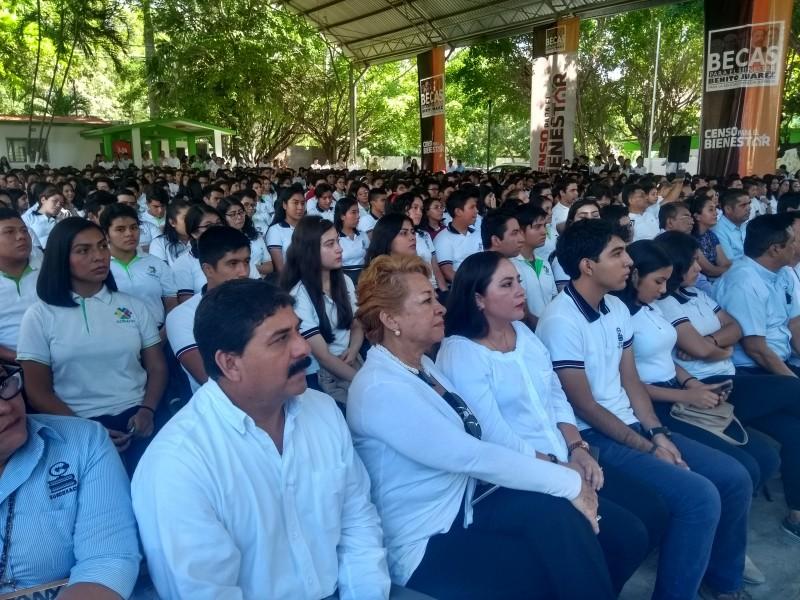 Entregarán becas a estudiantes de bachilleres en Chiapas