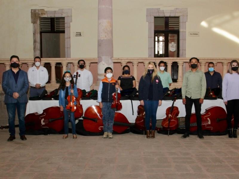 Equipan centro cultural de Cadereyta