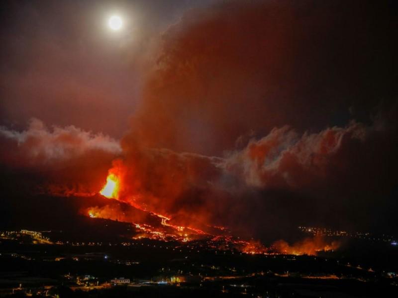 Erupción de volcán en España arrasa con 320 casas