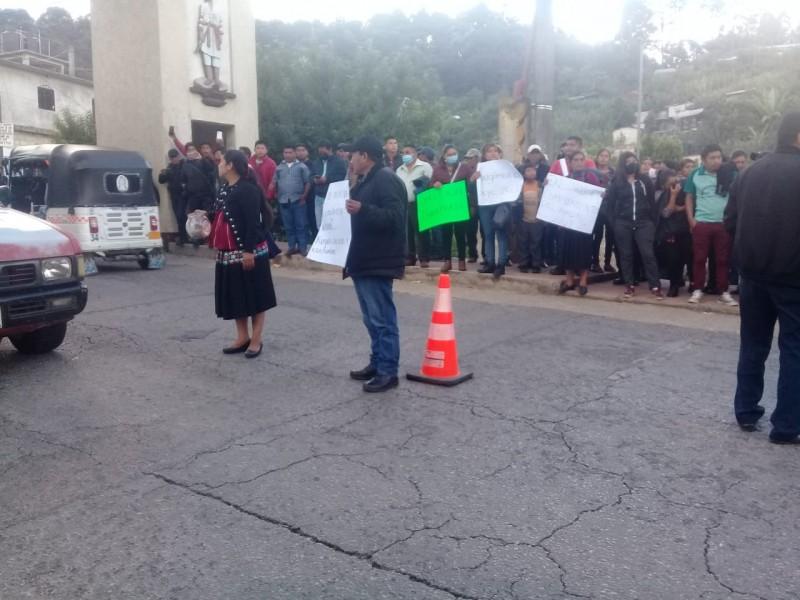 Escapan funcionarias municipales retenidas en Oxchuc