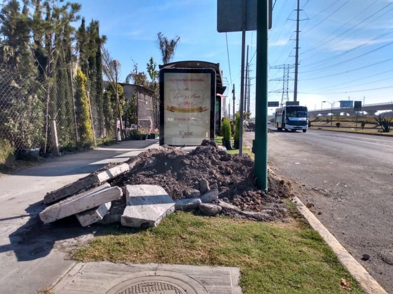 Escombro abandonado genera molestia a habitantes