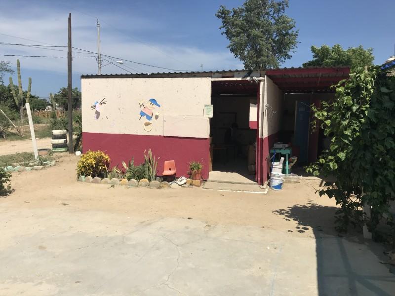 Escuela de la colonia Azteca, en condiciones precarias