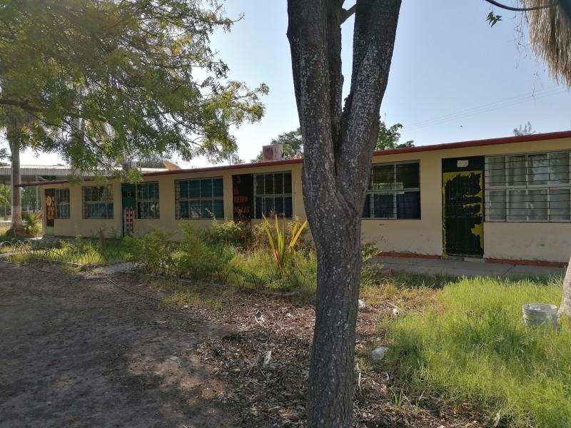 Escuelas abandonadas y a la merced del vandalismo