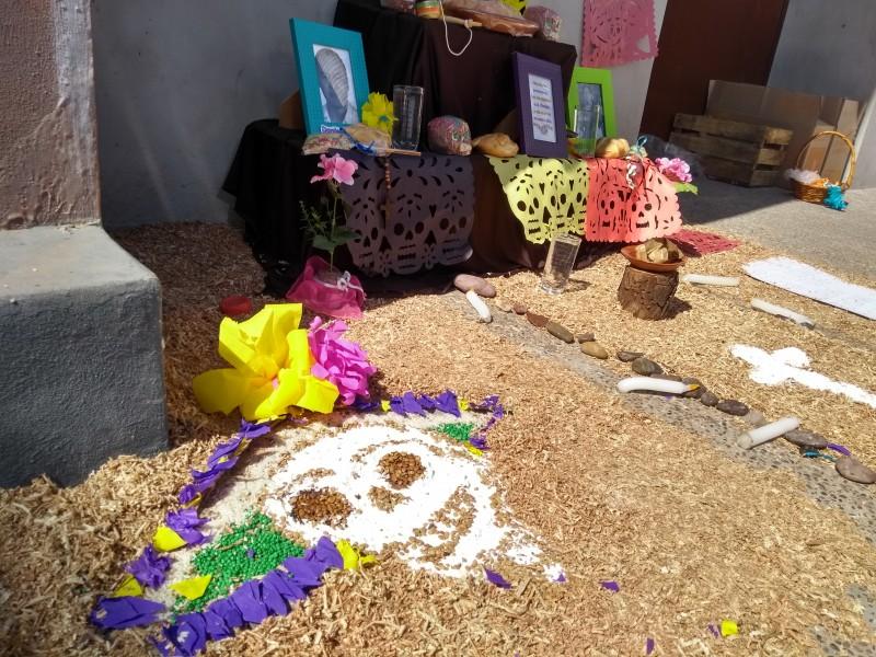Escuelas celebran Día de Muertos con Altares