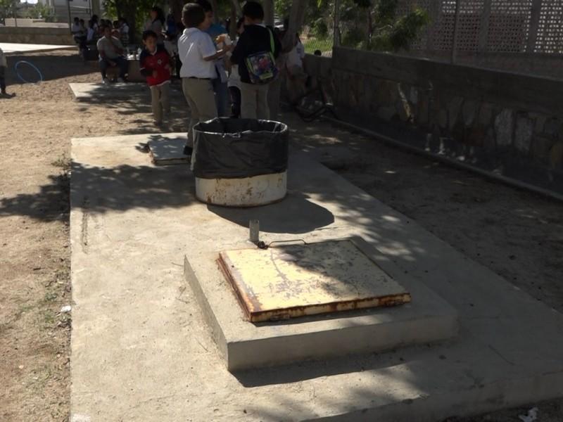 Escuelas del municipio aun continúan sin drenaje