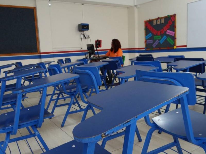 Escuelas públicas rechazan a estudiantes de escuelas privadas