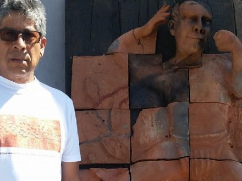 Escultor chiapaneco denuncia falta de apoyo al arte en Chiapas