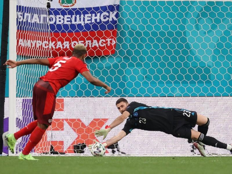España en semifinales. Venció en penales a Suiza