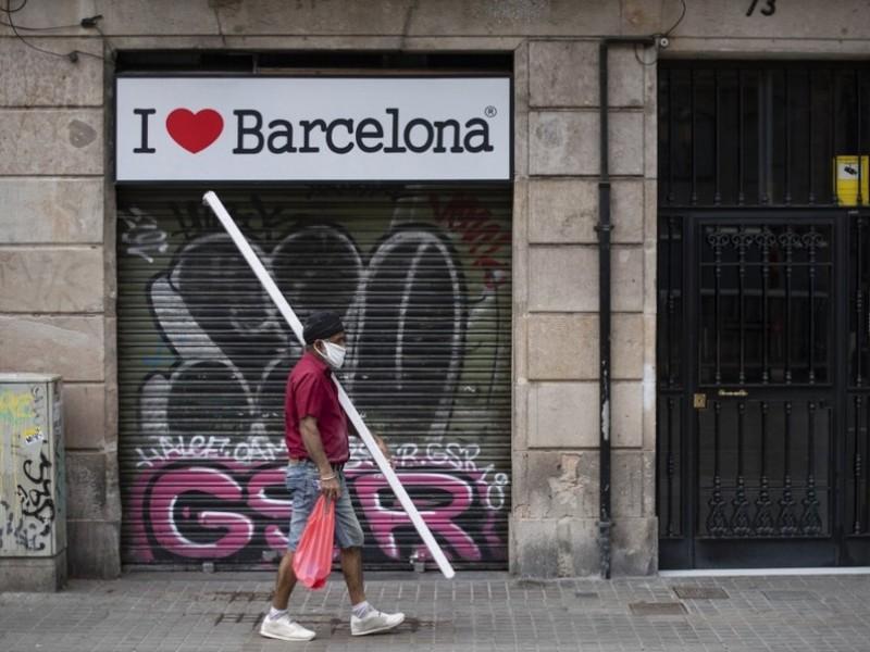 España impone estado de emergencia por Covid hasta mayo