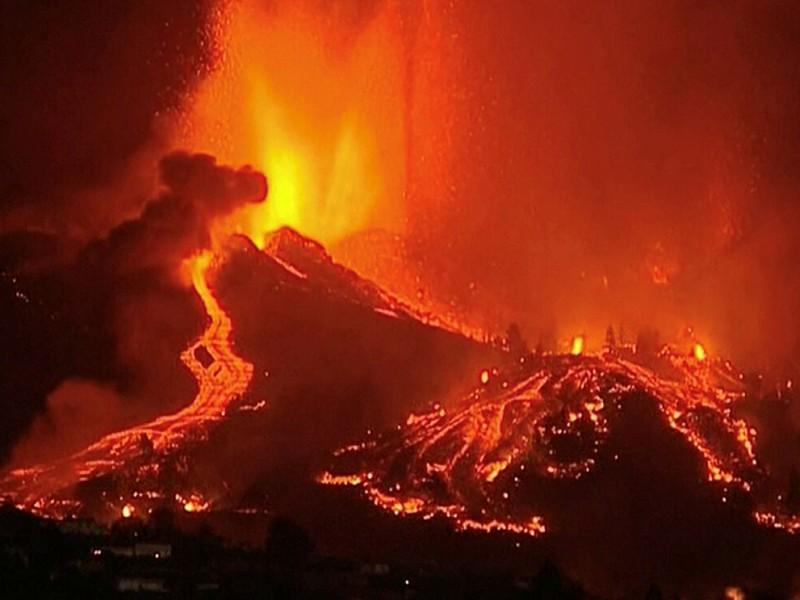 España: Más de 5 mil evacuados por erupción de Volcán