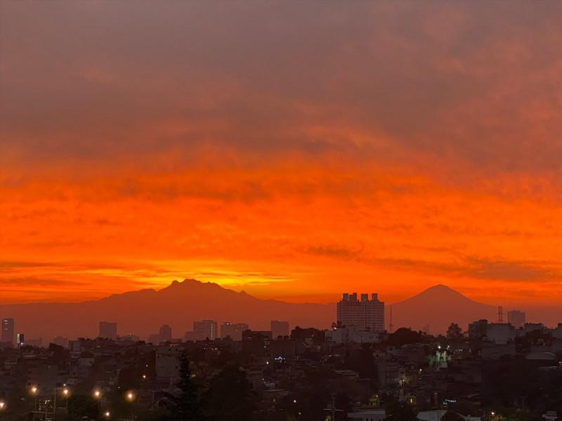 Espectacular amanecer sorprende a la CDMX
