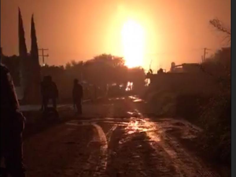 Espectacular incendio de ducto en Villagrán