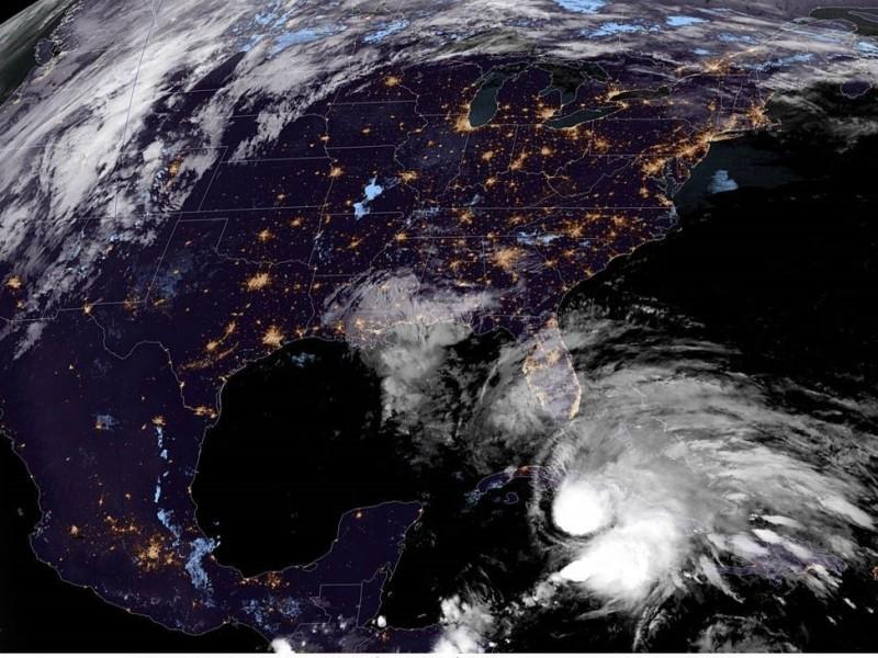 Espera sur de Florida llega de Eta como huracán