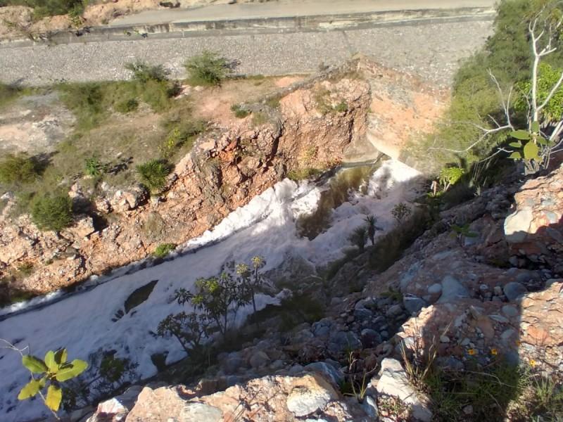 Espuma de presa Valsequillo es producto de jabones y fosfatos