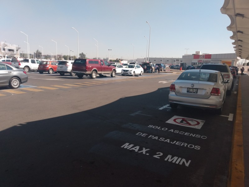 Estacionamiento de Aeropuerto como central camionera